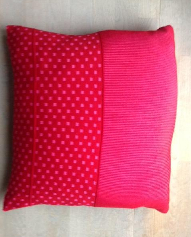 Pude - 50x50 - Warm Red / Pink
